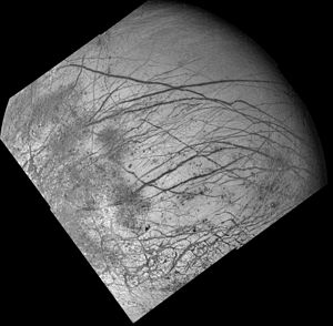 PIA00295 Europa dark bands.jpg