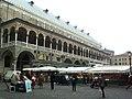 Padova- Piazza delle erbe - panoramio.jpg