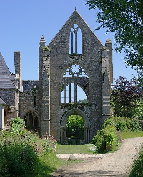 The Beauport abbey (13th century): remains of the facade of the nave. Located in Kérity, in the municipality of Paimpol (Côtes-d'Armor, France).