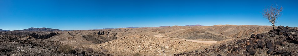 Paisaje en el parque nacional de Namib-Naukluft, Namibia, 2018-08-05, DD 41-47 PAN.jpg