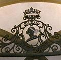 Palazzo Pucci, stemma su cancellata.jpg