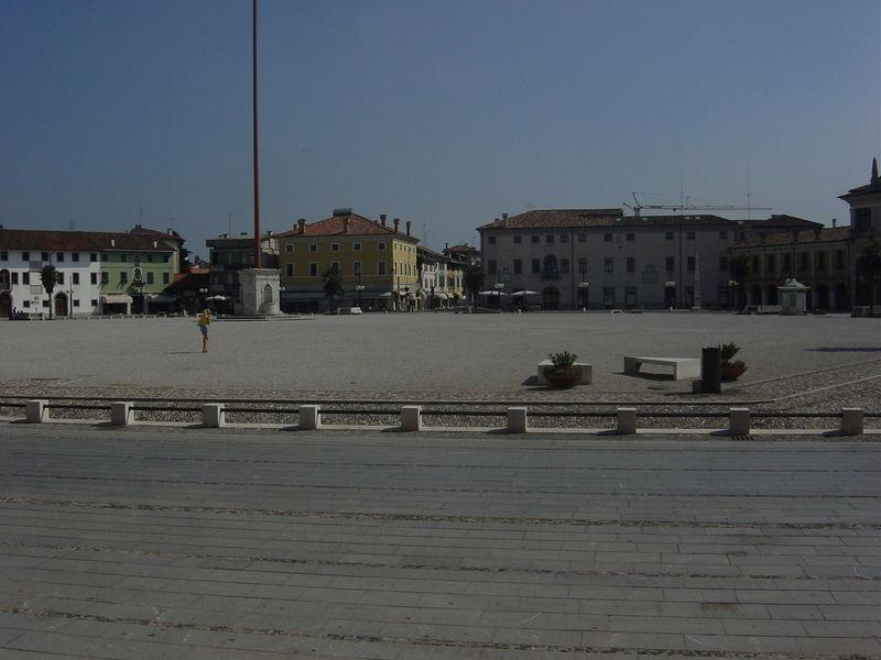 File:Palmanova - Piazza centrale - Foto Giovanni Dall'Orto.jpg