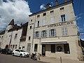 Patriarche Beaune - Rue du Collège-Rue Paul Chanson, Beaune - Pub QC Lounge (35676695715).jpg