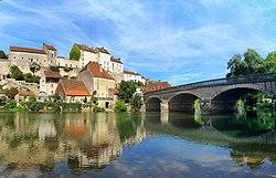 Pesmes, le château et le pont.jpg