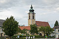 Pfarrkirchen Pfarrkirche mit Pfarrhof.jpg