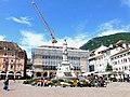 Piazza Walther Bolzano Italy - panoramio.jpg