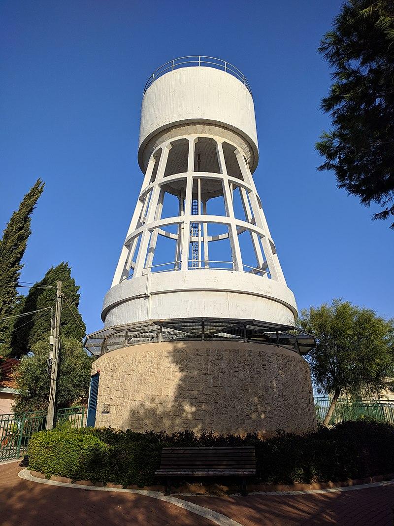 מגדל מים בהרצליה ב