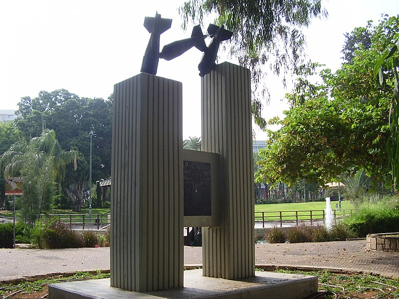 קובץ:PikiWiki Israel 9317 memorial to the victims of egyptian planes bombing.jpg