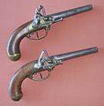 Pistolet d'arçon à silex et à canon rond, garniture en laiton, manufacture d'armes de Maubeuge..JPG