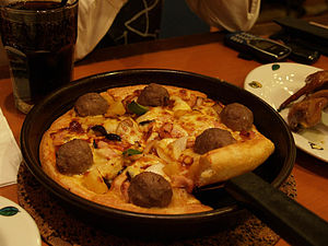 Meatball pizza - Image: Pizza pan