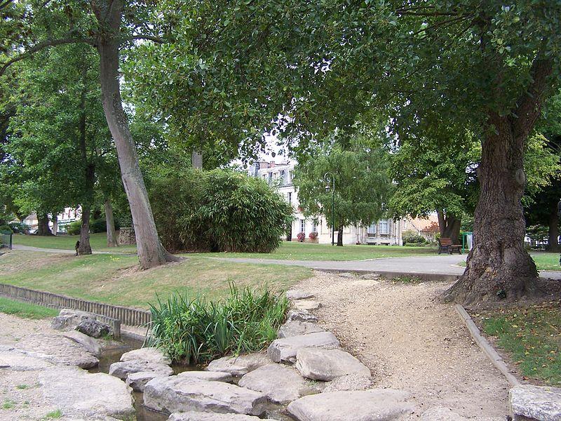 File:Plaisir Parc de la mairie.JPG