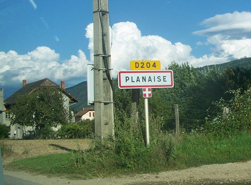 Welcome roadsign of French commune of Planaise situated in Savoie.