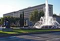 Plaza de San Juan de la Cruz con escultura de Botero y Nuevos Ministerios (DavidDaguerro).jpg