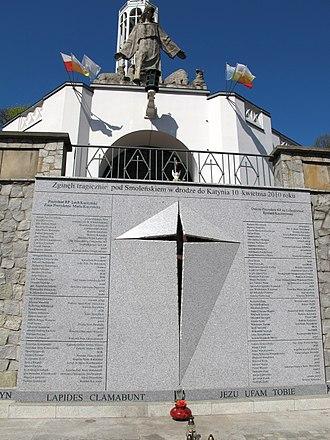 Memorial - Image: Podlaskie Białystok Białystok św. Rocha Koścół św. Rocha Tablica ofiarom katastrofy smoleńskiej 20120428 05