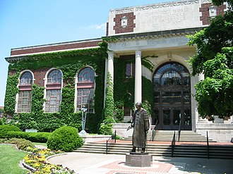 Murray State University - Pogue Library and the quadrangle, featuring the statue of founder Rainey T. Wells.