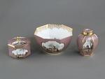 Porslin. Servis med lila - rosa och guld i dekoren - Hallwylska museet - 89209.tif