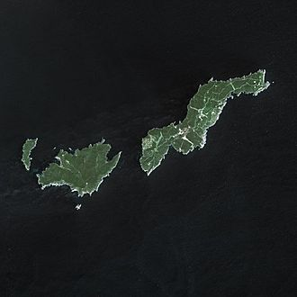Port-Cros - SPOT satellite image showing, from left to right: Île du Bagaud, Port-Cros, and Île du Levant. The very small isle at the south of Port-Cros is La Gabinière