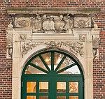 Portal of the former house in Neuer Wandrahm 10, Hamburg (crop).jpg