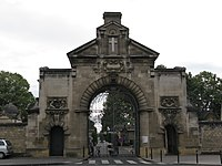 Porte du cimetière de la chartreuse, Bordeaux.jpg