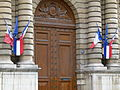 Porte principale du Sénat.jpg