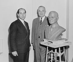 President Truman poses with artist Felix de Weldon and the bust the President has posed for. - NARA - 200019.jpg