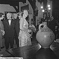 Prinses Beatrix opent antiekbeurs te Delft Prinses Beatrix en dhr J Schulman, Bestanddeelnr 915-2997.jpg