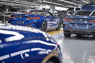 BMW Group Plant Dingolfing - Image: Produktion des neuen BMW 8er Coupé und Cabrio im BMW Group Werk Dingolfing
