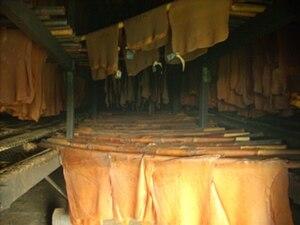 Bahasa Indonesia: Proses pengasapan karet sit asap