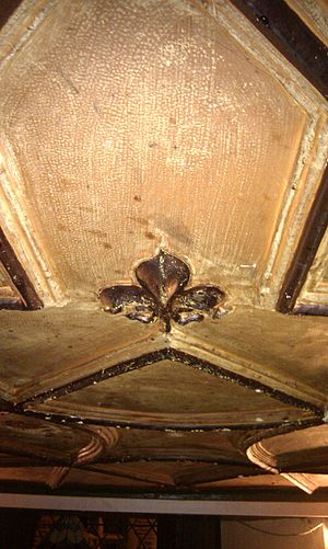 Queens Head, Monmouth - Image: Queens Head Original plaster work ceiling dating from 17th Century