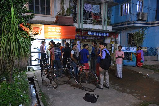 Queue at ATM for INR 100 Notes - Howrah 2016-11-08 1773