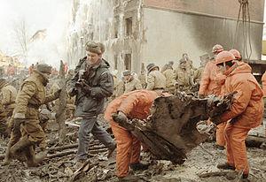 1997 Irkutsk Antonov An-124 crash - Workers amongst the wreckage