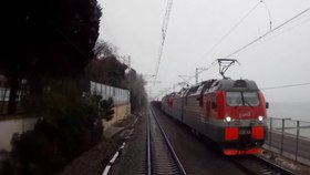 Файл:Rail tunnels in Sochi, view from cabin of 2ES4K.webm