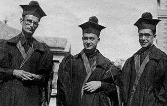 Enrico Fermi - Enrico Fermi between Franco Rasetti (left) and Emilio Segrè in academic dress