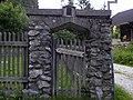 Rax - Wegweiser zum Waxriegelhaus an altem Gartentor.jpg
