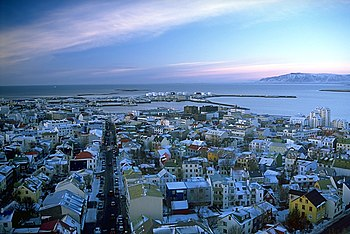 English: View of Reykjavík from the tower of H...