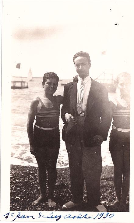 Roland Lévy, Au Centre, En Août 1930. François Truffaut Ne Trouvera Son Père