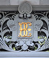 Símbolo del Banco de España en la fachada del edificio de la calle Alcalá de Madrid.jpg