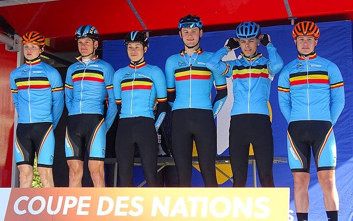Saint-Amand-les-Eaux - Paris-Roubaix juniors, 10 avril 2016, départ (B146).JPG