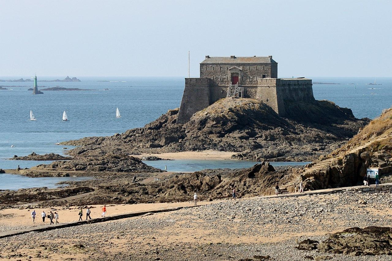 File saint malo fort du petit b jpg wikimedia commons for B b saint malo