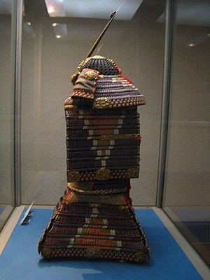 Ō-yoroi - Samurai o-yoroi armour from the Tokyo National Museum (side view)