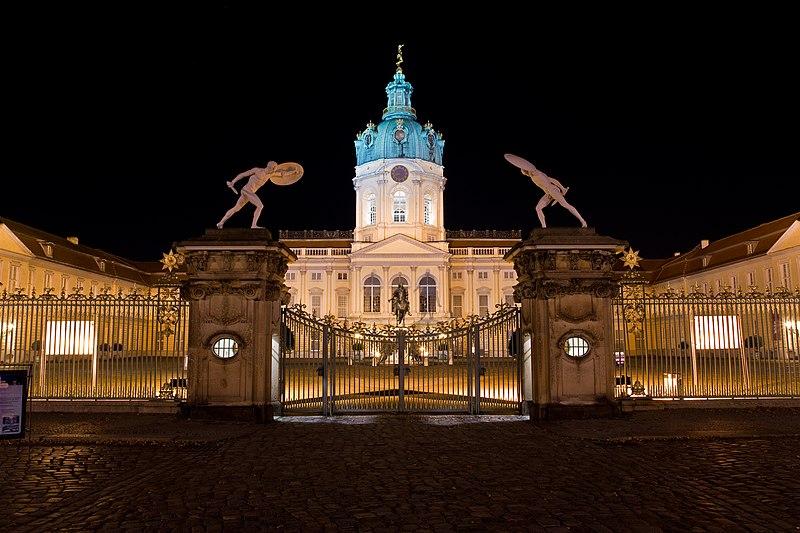 SchlossCharlottenburgNacht.jpg