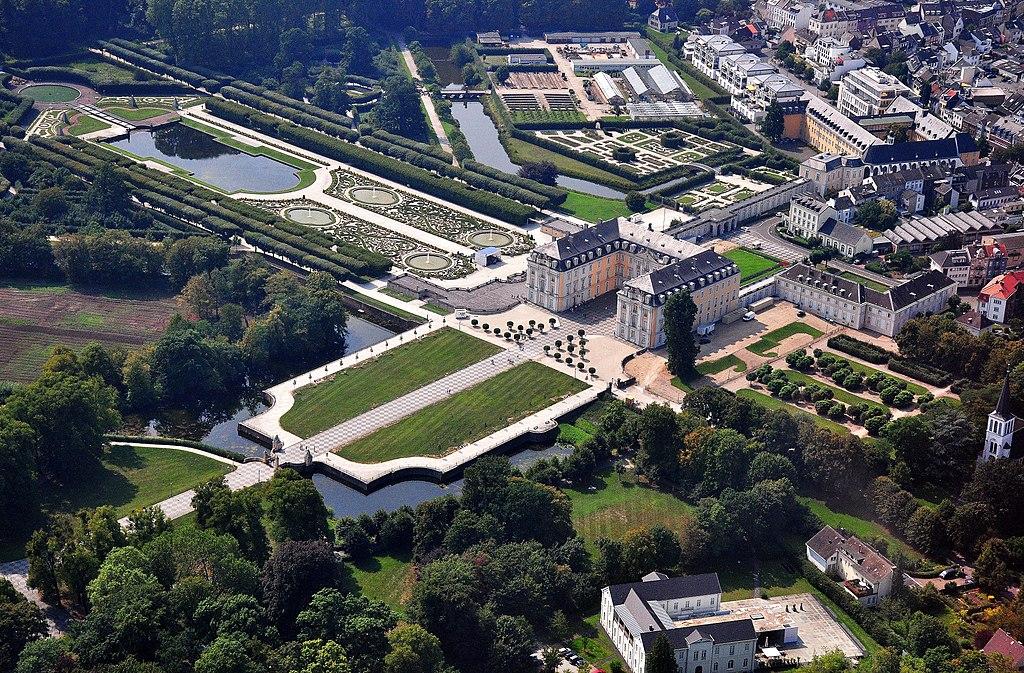 Schloss Augustusburg bei Brühl aus Nordostrichtung