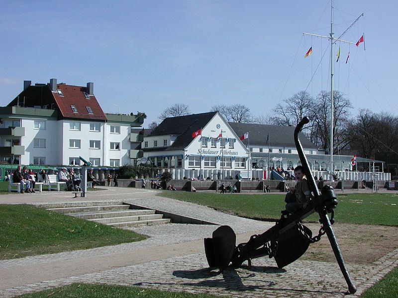 File:Schulauer Fähr-Haus.jpg