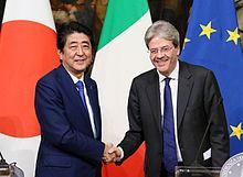 Il Presidente del Consiglio Gentiloni, nel 2017, con Shinz? Abe.