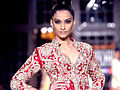 Sonam walks for Manish Malhotra at Delhi Couture Week 2011 02.jpg