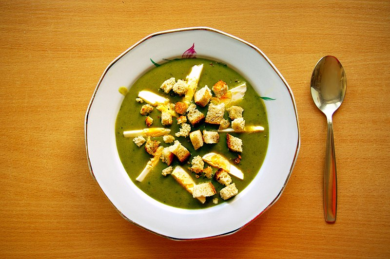 https://upload.wikimedia.org/wikipedia/commons/thumb/d/d6/Sorrel_soup_with_egg_and_croutons_%28Zupa_szczawiowa_z_jajkiem_i_grzankami%29.jpg/800px-Sorrel_soup_with_egg_and_croutons_%28Zupa_szczawiowa_z_jajkiem_i_grzankami%29.jpg