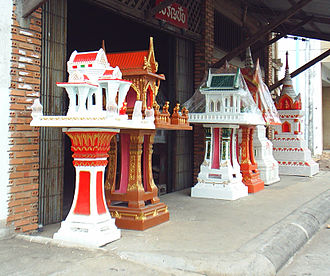 Tutelary deity - Ready-made spirit houses for the Chao Thi in Thailand