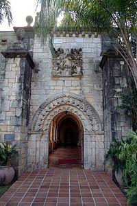 St bernard de clairvaux church entrance 2006.jpg