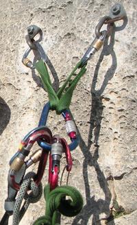 Страховка на скалах Joshua Tree National Park.  1. превентор, противовыбросовое устройство (на устье скважины)...
