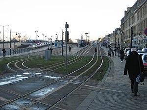 Station Porte de Bourgogne (Tram de Bordeaux) - Station Porte de Bourgogne: Line A to the left; Line C to the right